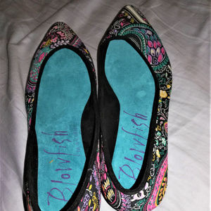Blowfish pointy flats - GORGEOUS pattern/colors